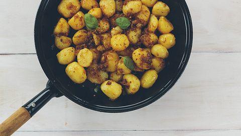 Männerhunger? So machst du deftige Bratkartoffeln mit Bacon - Foto: iStock