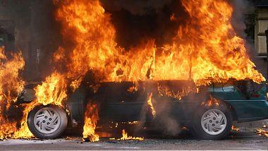 Bringt ein Schuss in den Tank ein Auto zur Explosion?