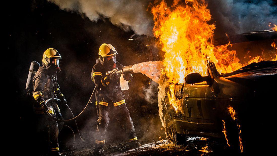 Brennendes E-Auto