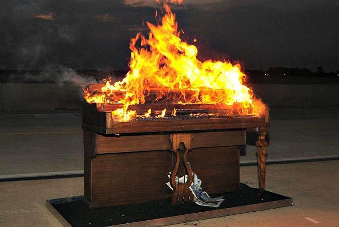 Ein brennendes Klavier