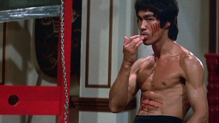 """Bruce Lee in """"Der Mann mit der Todeskralle"""""""
