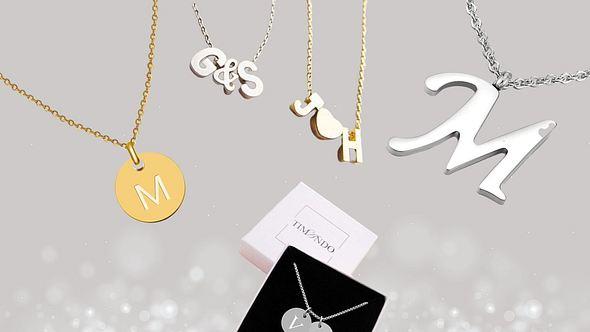 Buchstabenketten in Gold und Silber vor silberfarbenem Hintergrund - Foto: iStock/Sandipkumar Patel/PR