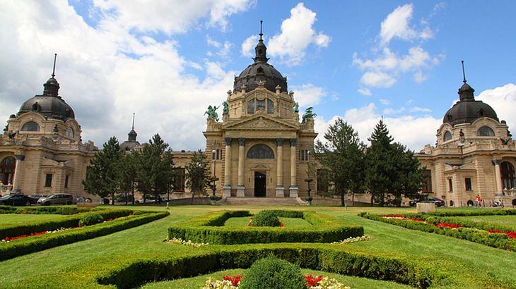 Das Széchenyi-Heilbad in Budapest