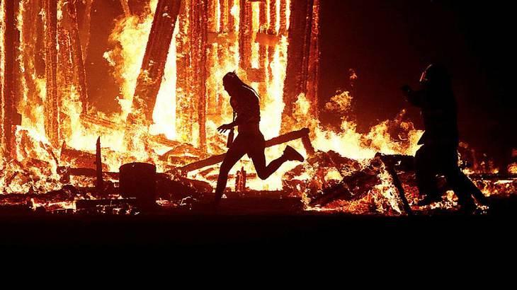 Burning Man Festival: Ein Mann rannte in der Wüste von Las Vegas in ein Feuer