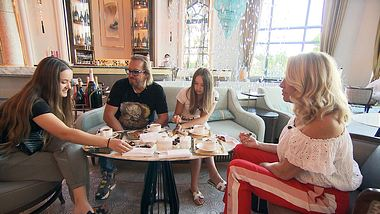 Die Geissens bei Tisch - Foto: RTLZwei