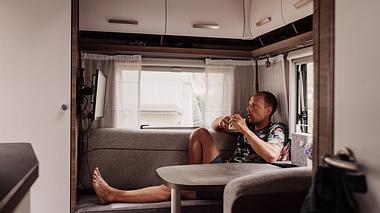 Camping-Fernseher: Die besten Modelle im Überblick - Foto: iStock / knape