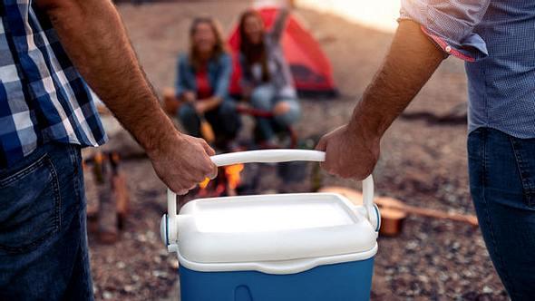 Camping Kühlschrank Zelt - Foto: iStock / Ivanko_Brnjakovic