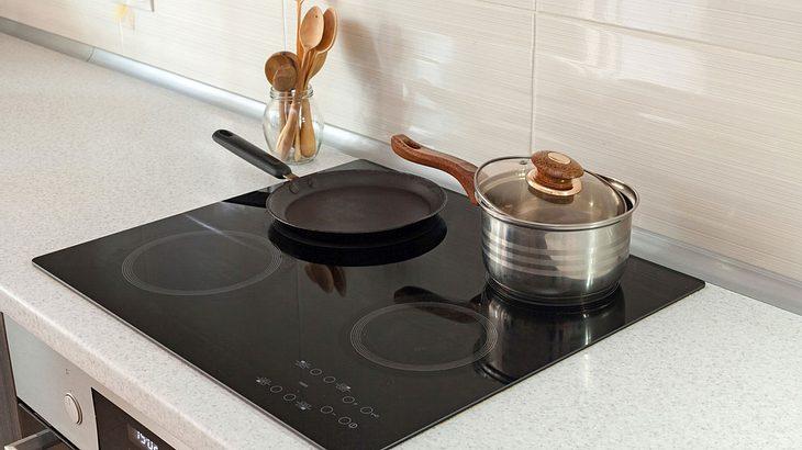 ceranfeld reinigen die besten hausmittel und tipps m nnersache. Black Bedroom Furniture Sets. Home Design Ideas