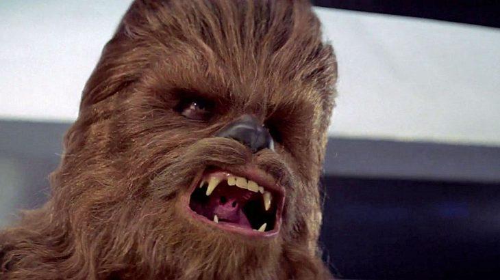 """Eine """"Deleted Scene aus """"Star Wars: Das Erwachen der Macht"""" zeigt, wie Chewbacca Unkar Plutt einen Arm ausreißt"""