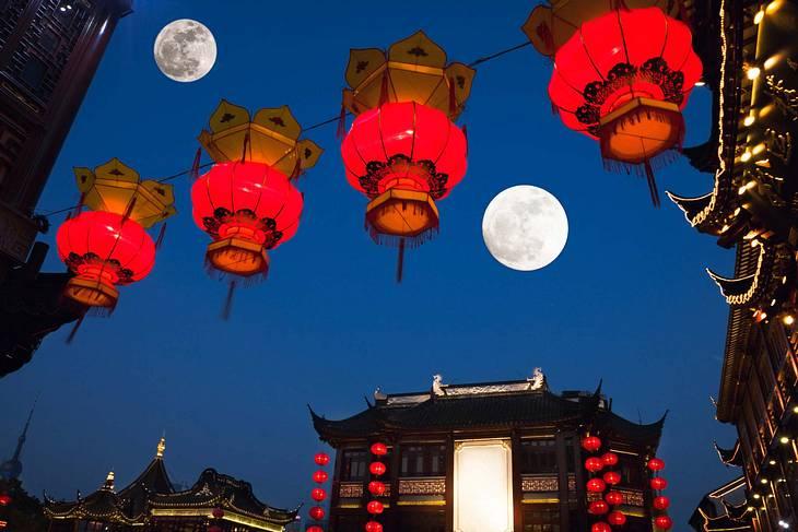 Strahlen bald zwei Monde über China?