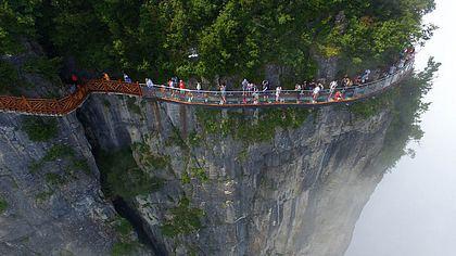 Coiling Dragon Cliff Skywalk: Die spektakulärste Fußgängerbrücke der Welt