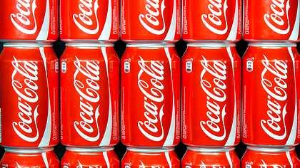 In einer Cola-Fabrik in Irland wurden angeblich menschliche Fäkalien in Coca-Coal-Dosen gefunden - Foto: istock/KieselUndStein