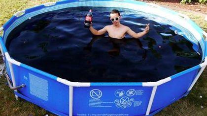 Was passiert, wenn man tausende Menthos in einen mit Cola gefüllten Pool wirft? - Foto: Screenshot Youtube / TechRax