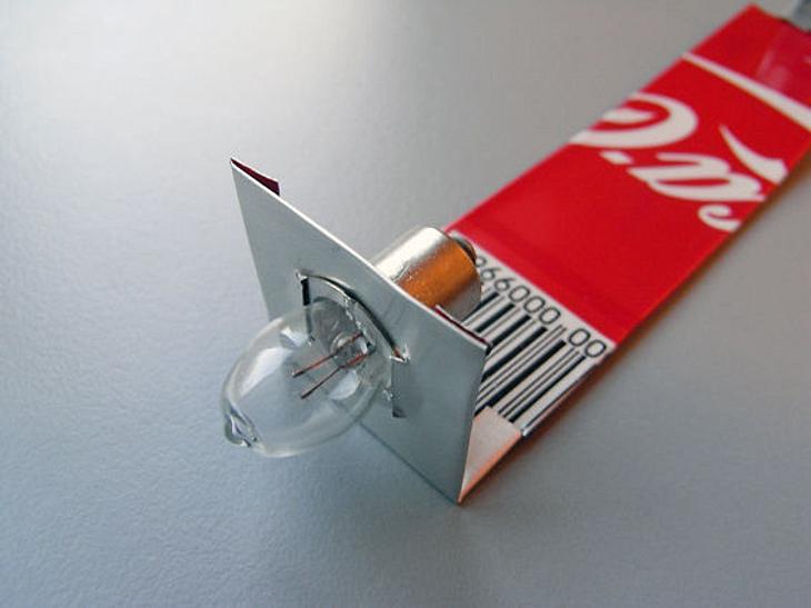 Paul em von der DIY-Website Instructables erklärt, wie man aus einer Coladose und einer Müslipackung eine Taschenlampe baut