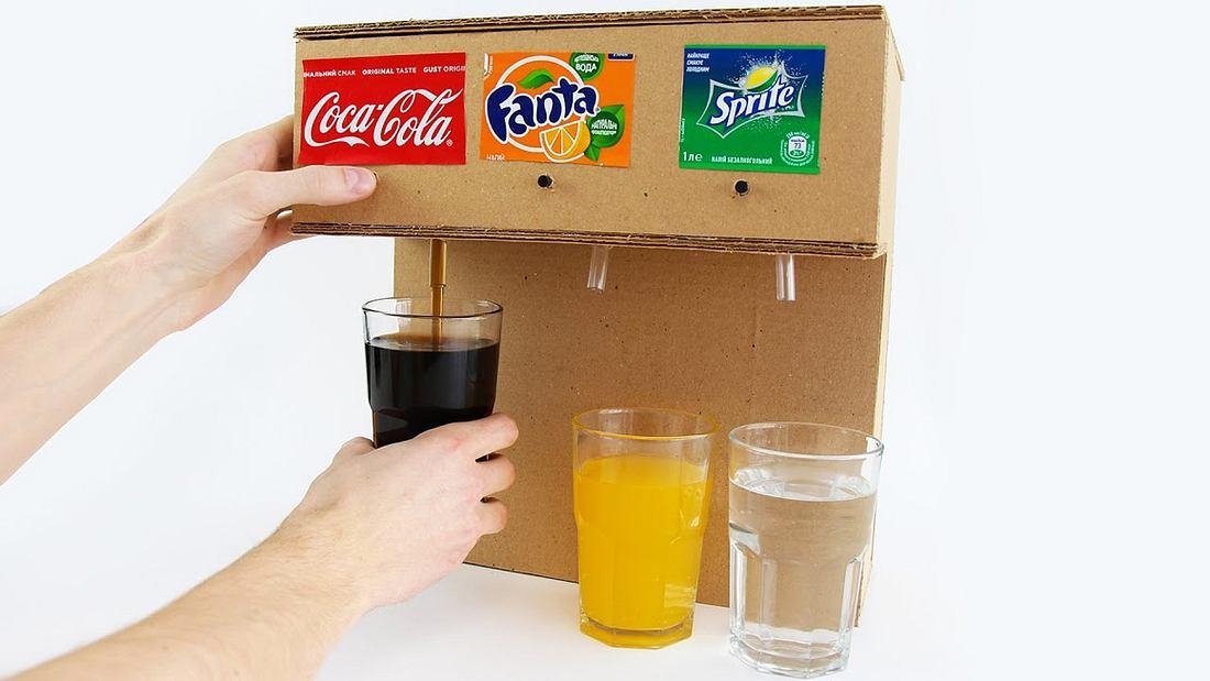 Anleitung: So baust du eine Cola-Zapfanlage aus einem Pappkarton