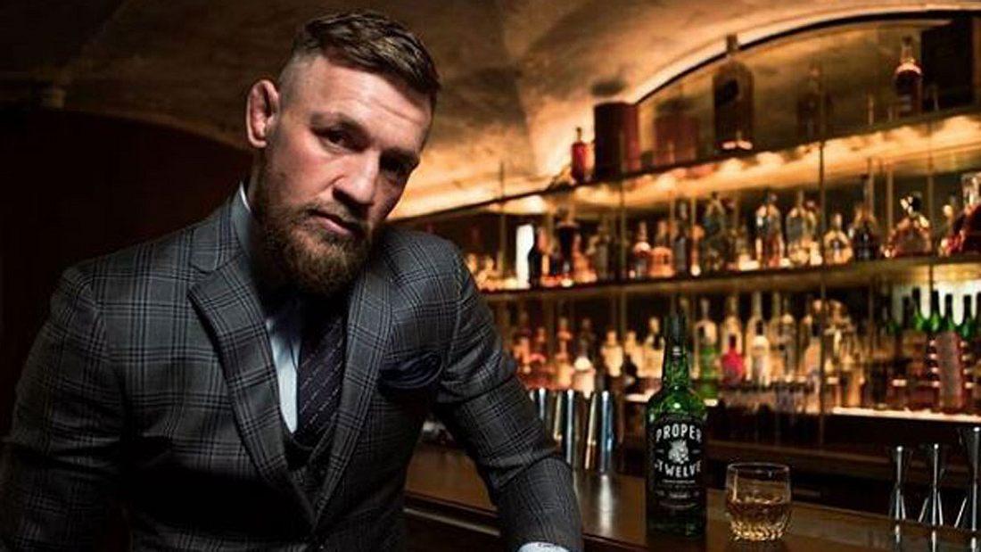 Conor McGregor genießt seinen eigenen Whiskey