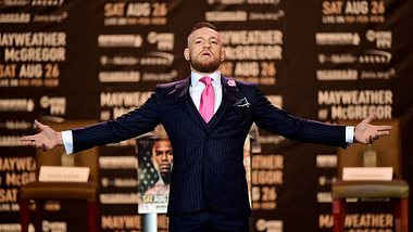 Designer David Augus nimmt den Fuck-you-Anzug von Conor McGregor in seine Kollektion auf - Foto: Harry How/Getty Images