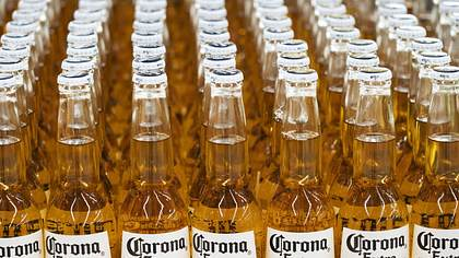 Corona-Bier. Virenfrei. - Foto: imago images / ZUMA Press
