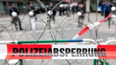 Straßensperre der Polizei - Foto: iStock/ollo