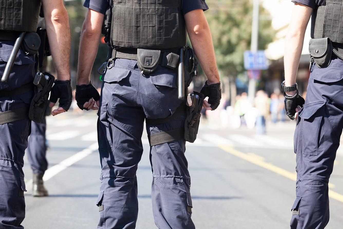 Spezialeinsatzkräfte auf der Straße