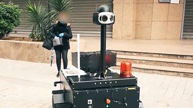 Corona-Pandemie: Polizei-Roboter überwacht Ausgangssperre