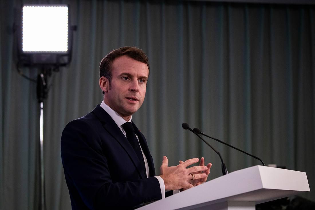 Emmanuel Macron hält eine Rede