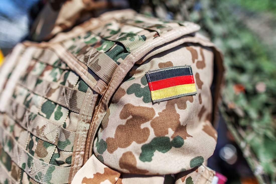 Deutsche Flagge auf der Uniform eines Bundeswehrsoldaten