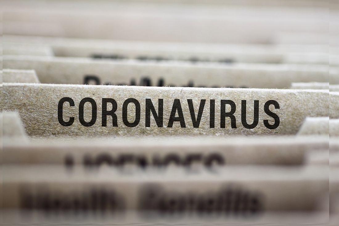 Akte mit Coronavirus-Beschriftung