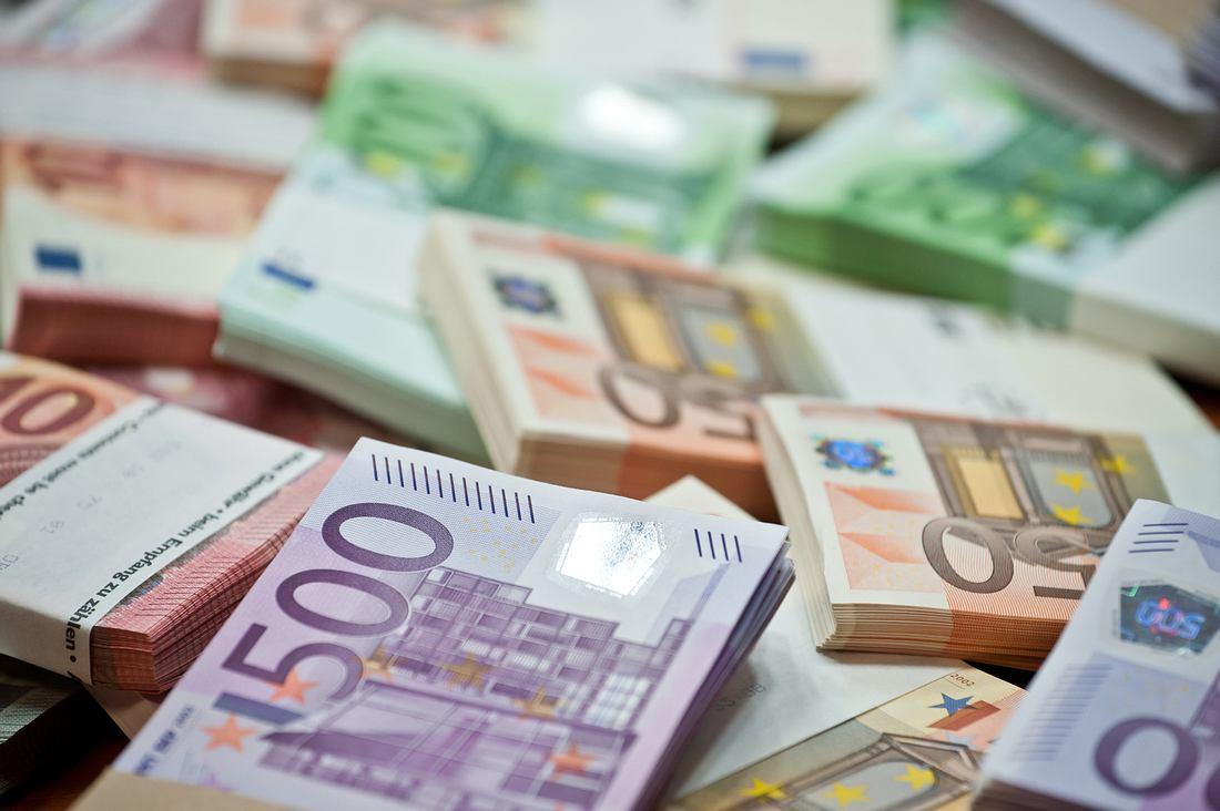 Geldbündel mit unterschiedlichen Banknoten
