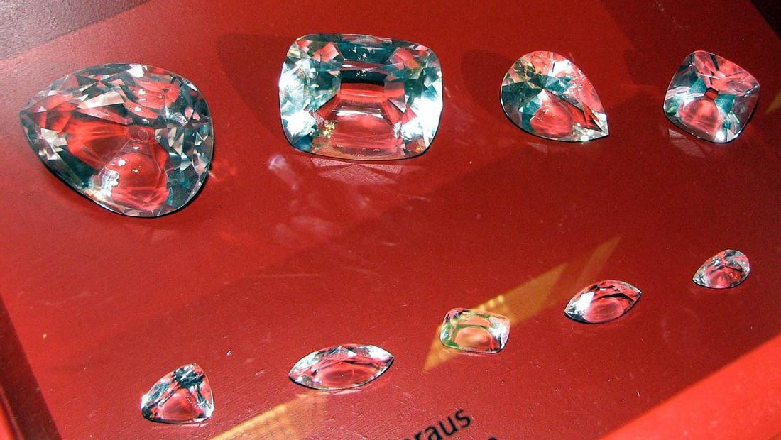 Kopien der neun geschliffenen Diamanten