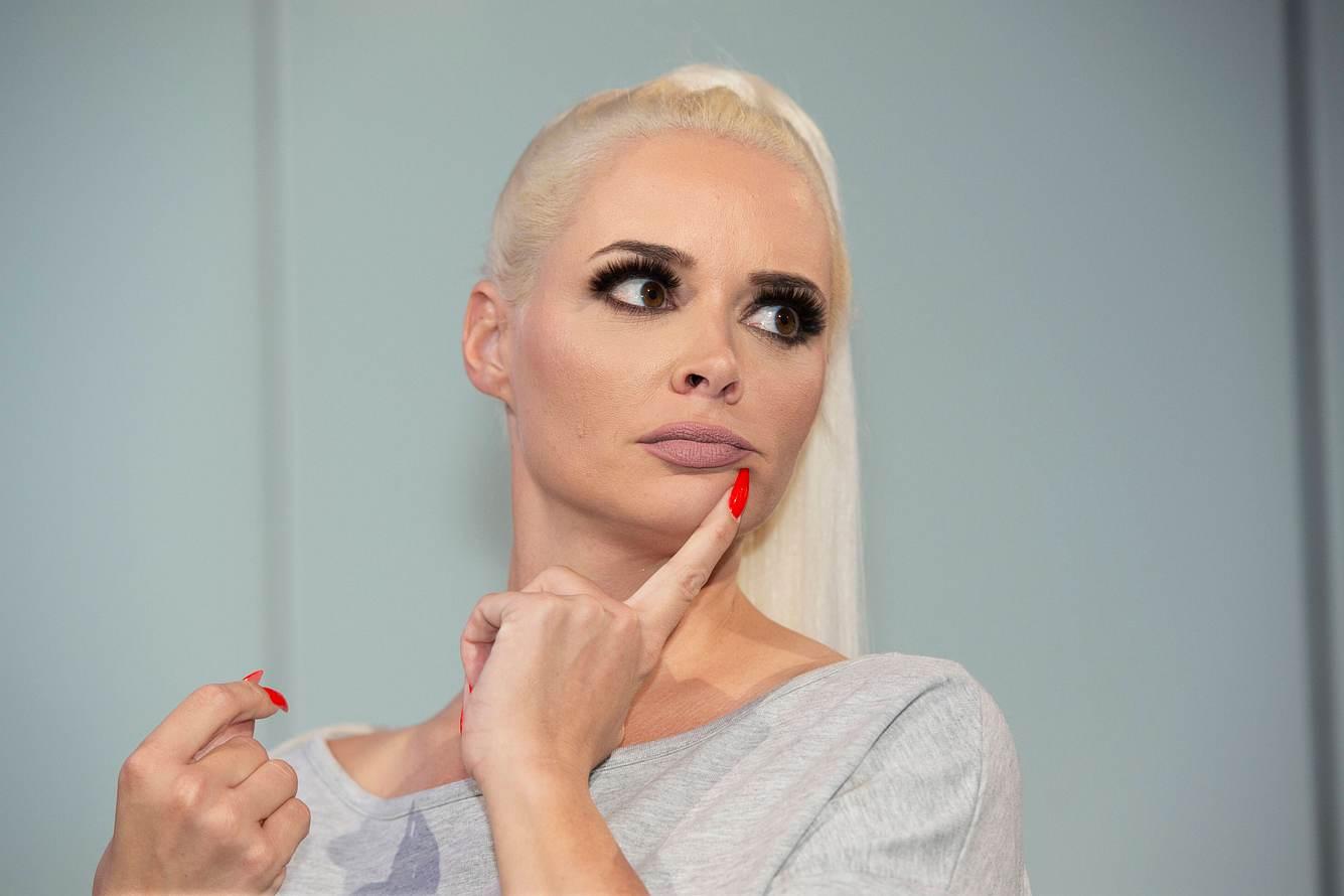 Daniela Katzenberger mit ernstem Blick