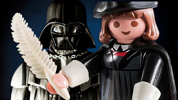 Martin Luther schlägt Darth Vader als Playmobil-Figur