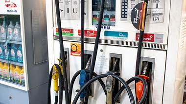 Zapfsäule an Tankstelle - Foto: iStock/Alfribeiro