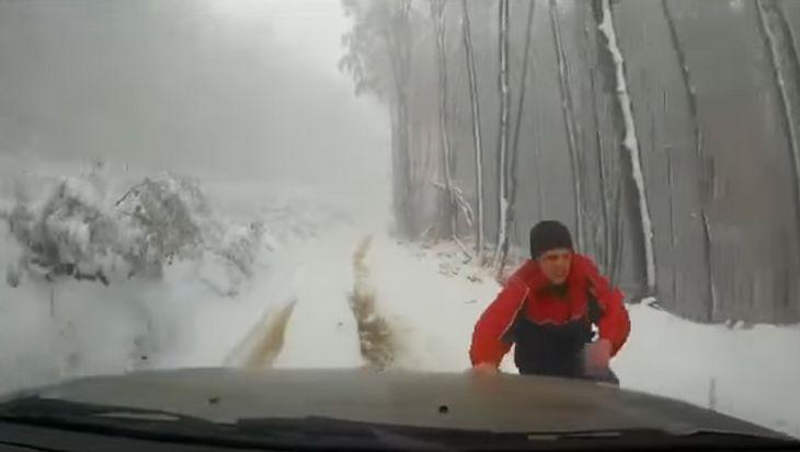 Warum man beim Parken am Berg immer die Handbremse ziehen sollte