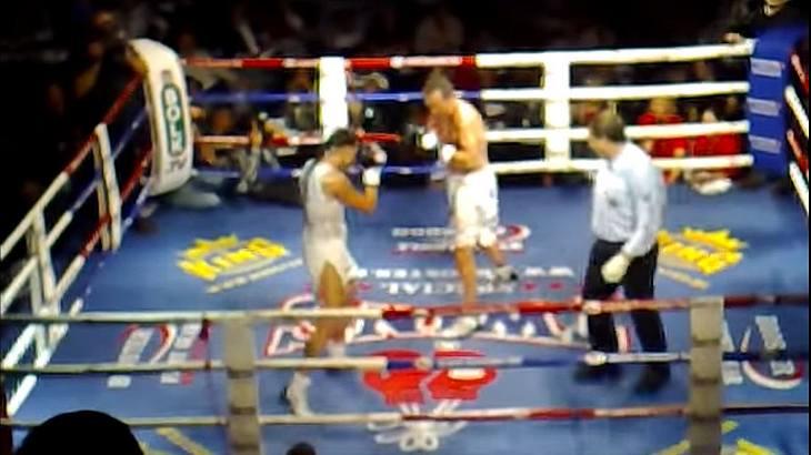 MMA-Fighterin Germaine de Randamie knockt einen Mann im Boxkampf aus