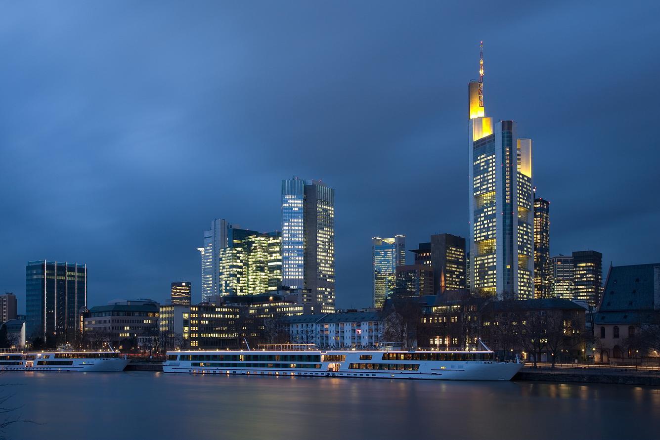 Dunkle Wolken über Frankfurt/Main
