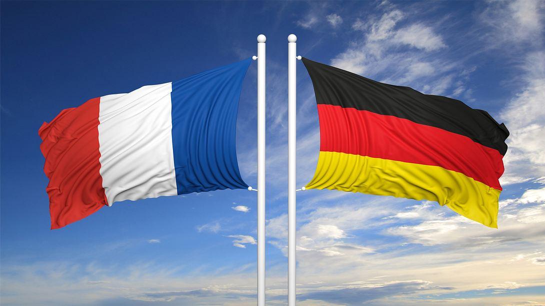 Deutsche und französische Flagge - Foto: iStock / george tsartsianidis