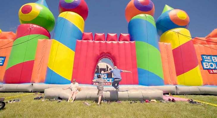 The Big Bounce America: Die größte Hüpfburg der Welt ist ein aufblasbares Labyrinth auf über 900 qm