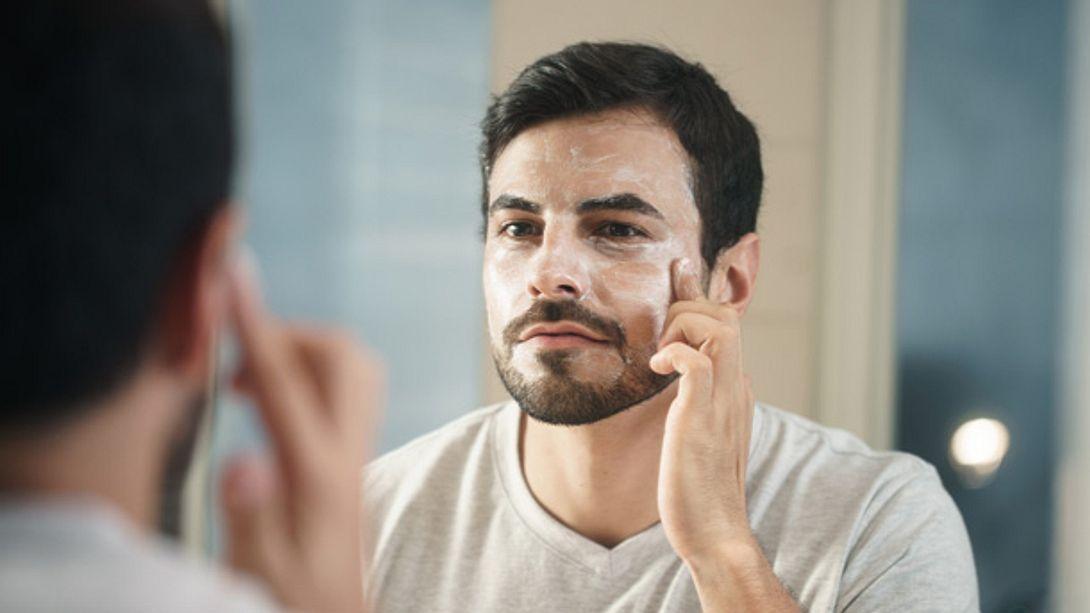 Gesichtspflege für Männer - Foto: iStock/Diego Cervo