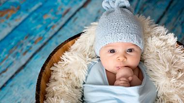 Baby mit Mütze - Foto: iStock / tatyana_tomsickova