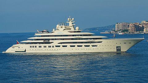 Dilbar – Die größte Yacht der Welt - Foto: iStock / CarryOnDroning