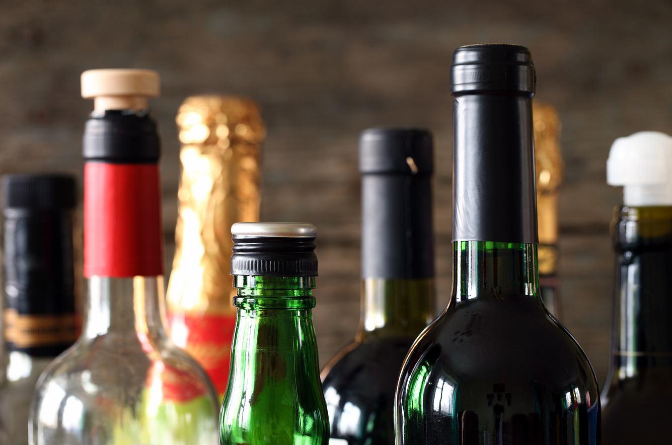 Diverse Flaschen mit Alkohol
