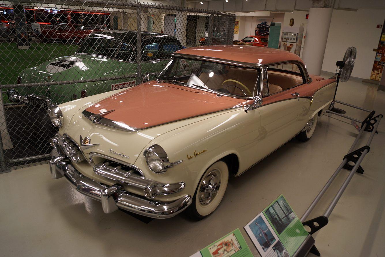 1955er Dodge La Femme in einem Automuseum
