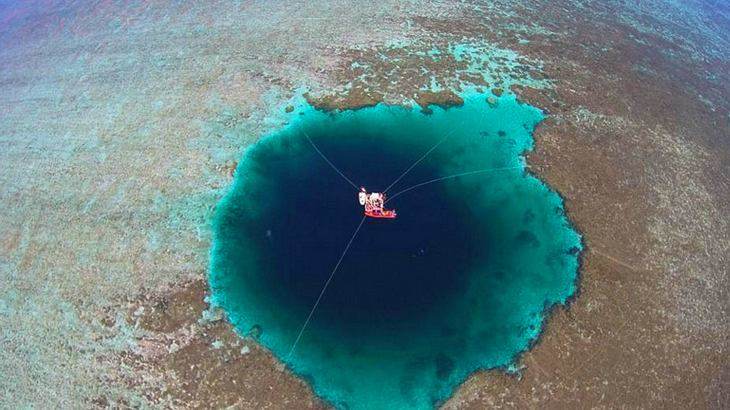 Dragon's Hole im Südchinesischen Meer zwischen den Paracel Inseln