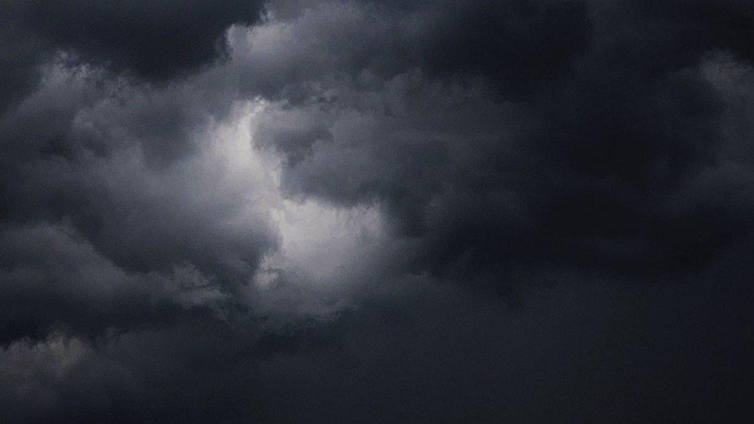 Dunkle Regenwolken