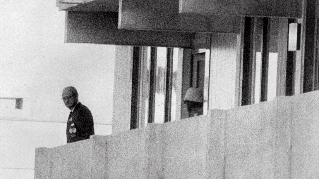 Einer der palästinensischen Terroristen, 05. Septmeber 1972 - Foto: Getty Images / AFP