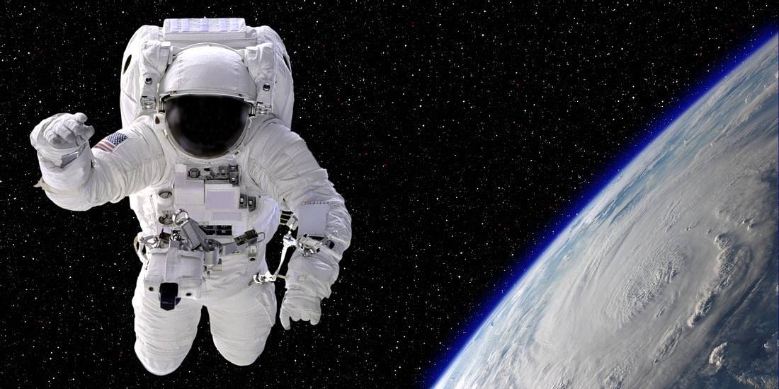 Einmal frei durchs Weltall schweben