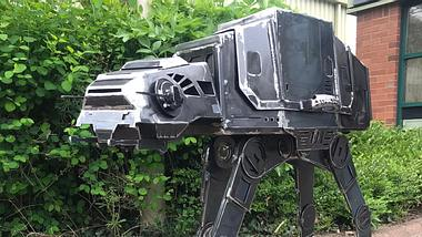 Mann baut epischen Star-Wars-Grill
