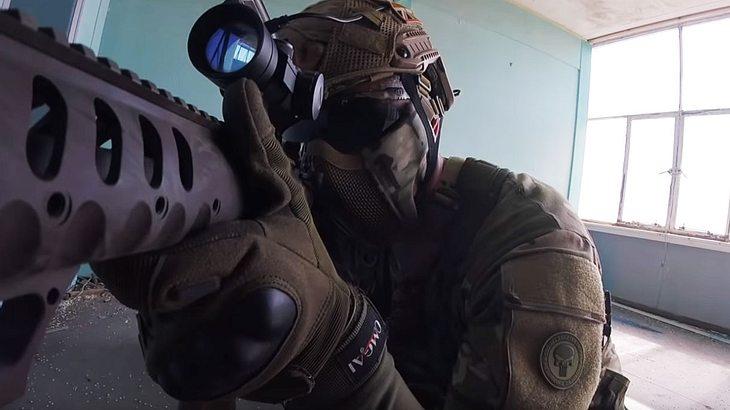 """Ex-Soldat """"spielt"""" Airsoft-Game"""