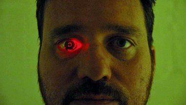 Rob Spence hat sich eine Kamera in sein Auge eingesetzt - Foto: Eyeborg Project